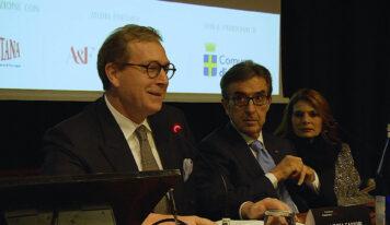 """Andrea Sartori ammette: """"I cambiamenti del clima ormai sono evidenti, per proteggere i grappoli dall'esposizione solare potremmo rispolverare la vecchia pergola""""."""